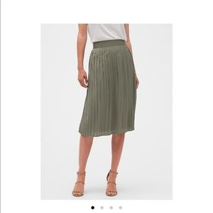Pull On Crinkle Pleated Midi Skirt